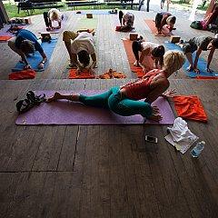 yoga-adventure-outdoor-fest