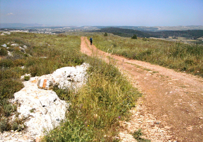 2048px-Walking_the_Jesus_Trail