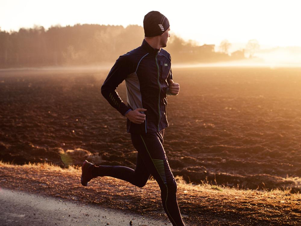 d28e84232dbe3d L'abbigliamento da uomo per la corsa in inverno di Helly Hansen