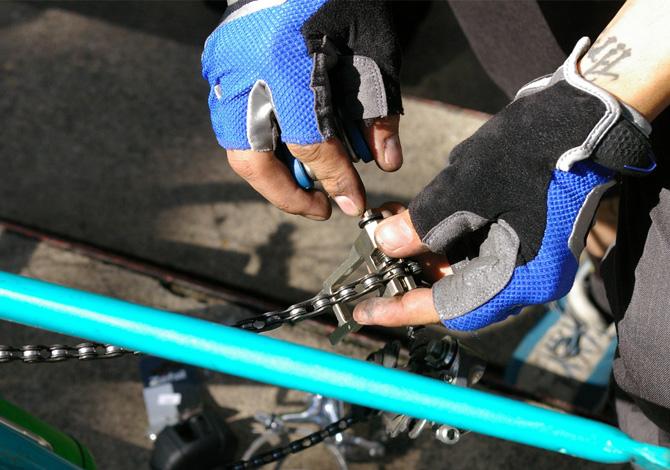 L'attrezzatura per i guasti meccanici in bici durante una gita