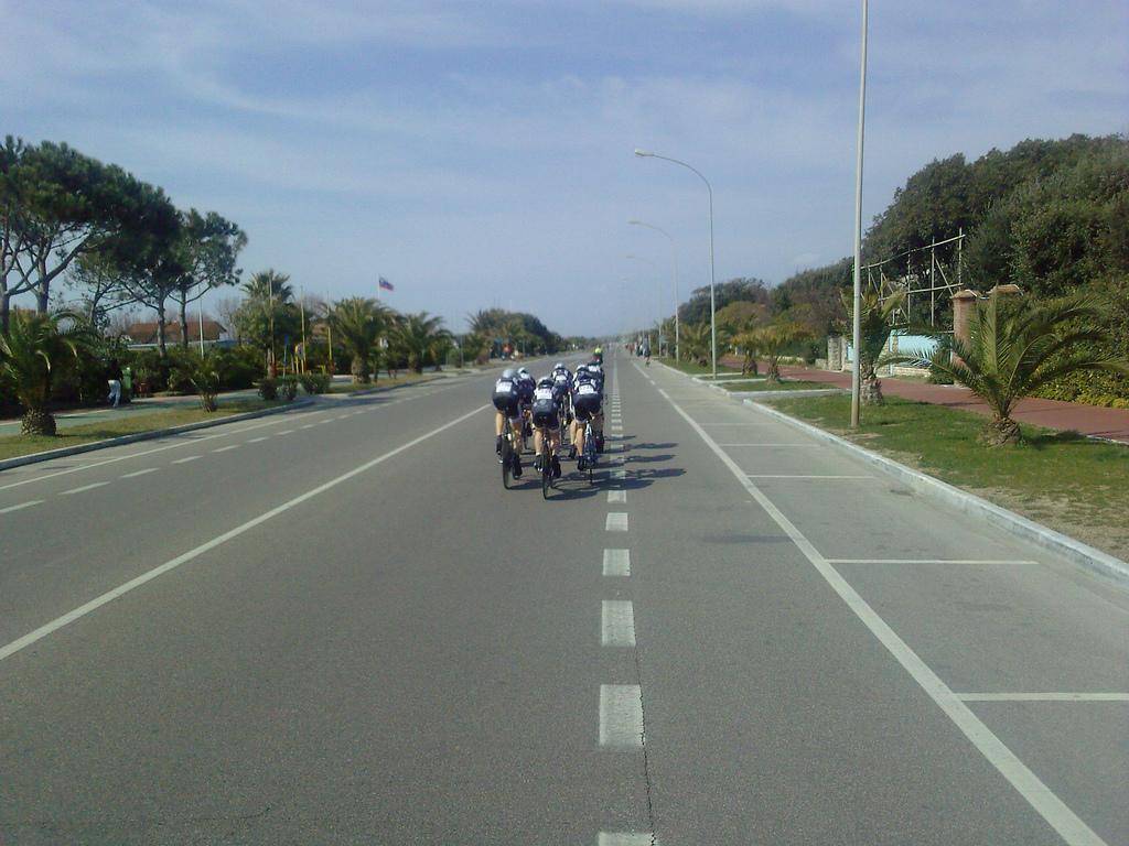 Lungo la costa della Toscana in bici