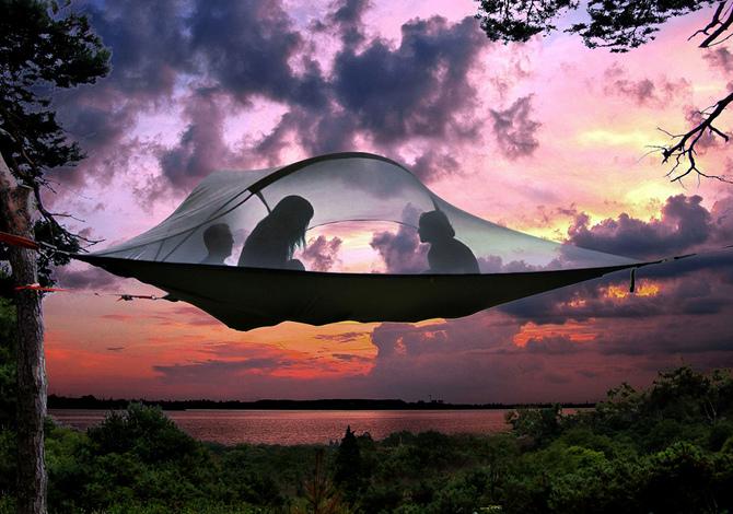 La tenda appesa all'albero
