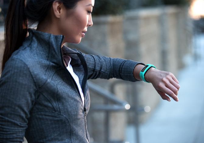 La prova del nuovo braccialetto per il fitness Garmin Vìvofit