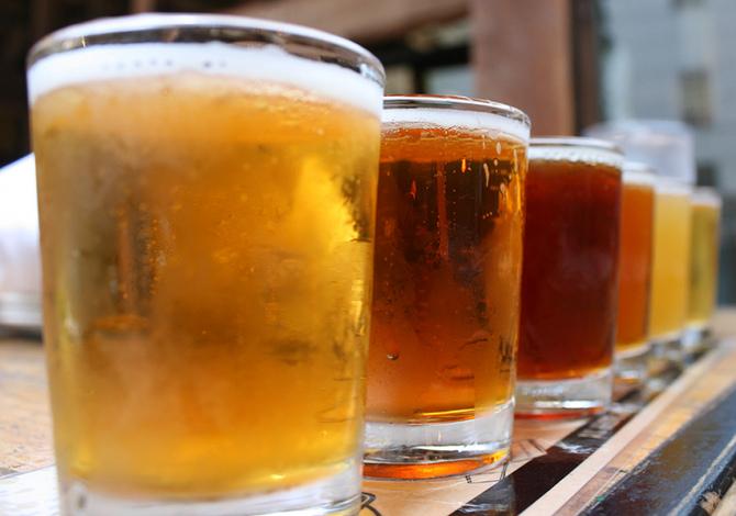degustare una birra artigianale