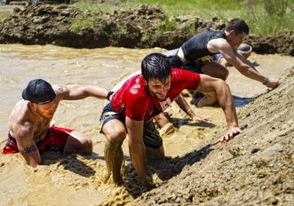Inferno Run, la corsa indiavolata in mezzo al fango