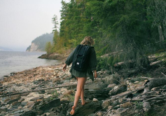 Benefici camminare piedi nudi
