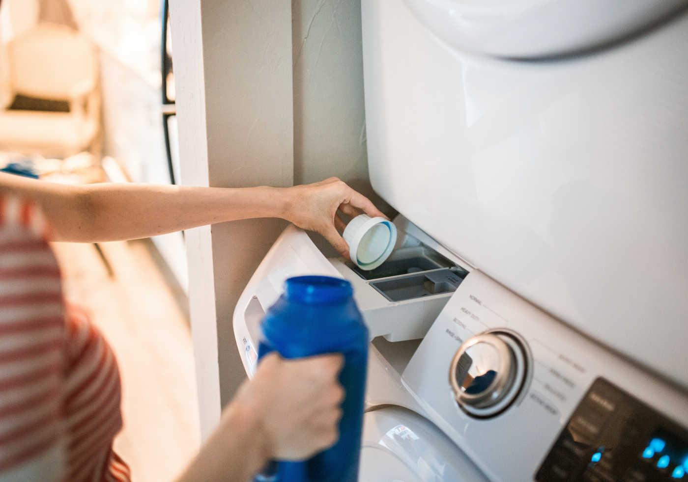 I detersivi per lavare l'abbigliamento sportivo senza rovinarlo