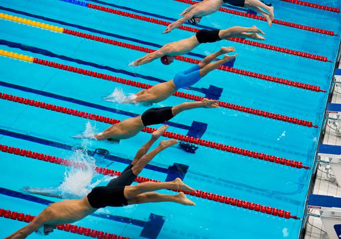 Come tuffarsi bene dai blocchi di partenza in piscina
