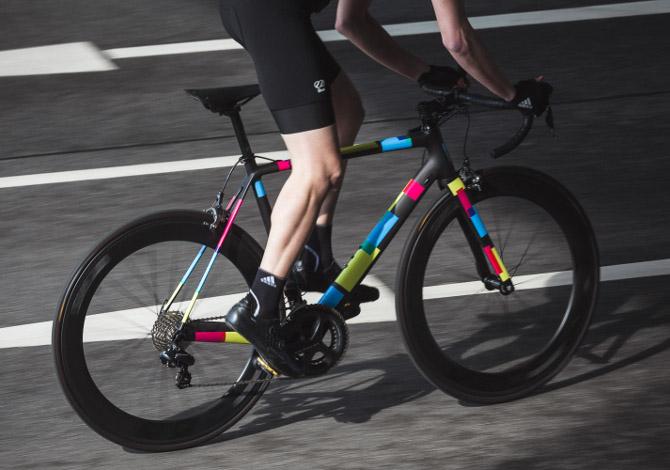 Comprare una bici in carbonio: vantaggi e differenze rispetto all'alluminio