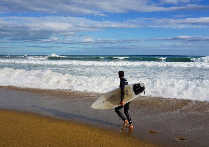 <b>Barcellona, surf a Barceloneta</b> - foto Dumitravel Pixabay