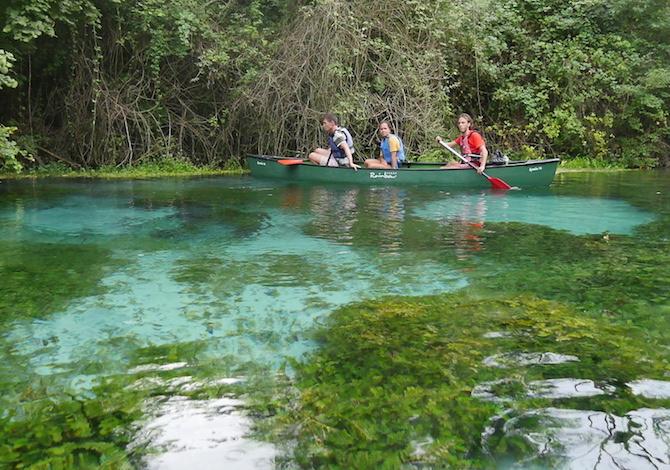 canoa-bambni-tirino-fiume-pulito-italia-escursionecanoa-bmbni-tirino-fiume-pulito-italia-escursione-guida-foto-demorii