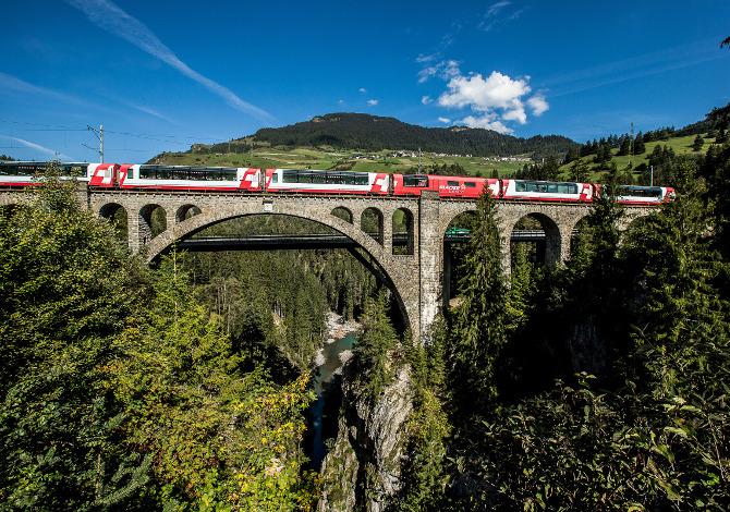 Trenino Rosso Grigioni Svizzera