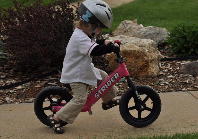 Bici senza pedali per bambini: serve davvero per imparare ad andare in bicicletta