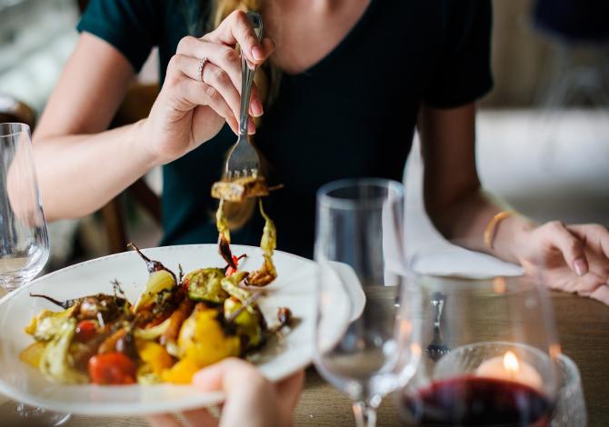 non mangiare la cena per la perdita di peso