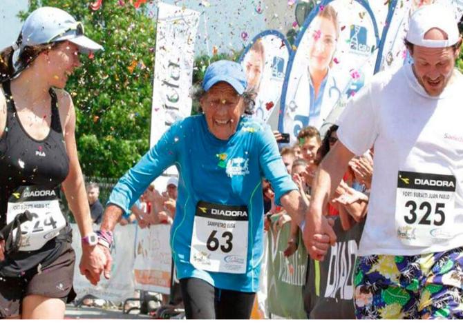 abuela_running