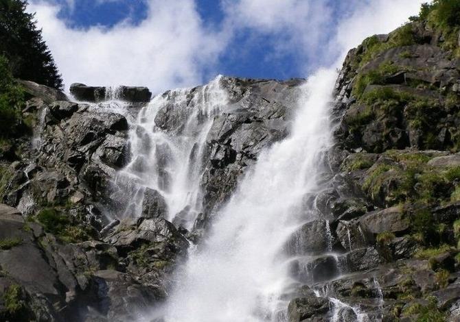 Escursioni in Val Genova (Trentino) lungo il sentiero delle cascate