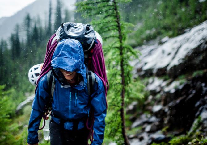 Consigli su come proteggere lo zaino dalla pioggia