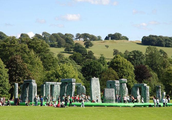 a-milano-con-i-bambini-saltare-sui-gonfiabili-come-se-fossi-a-stonehenge-parco