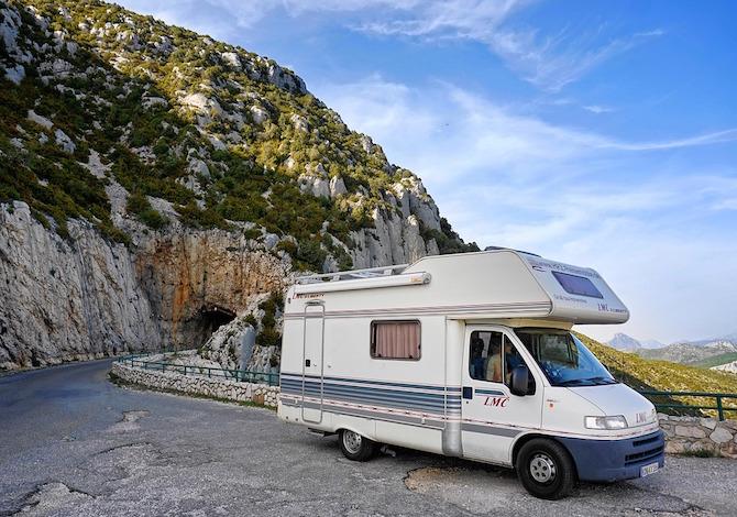 come-trovare-un-camper-a-noleggio-a-prezzi-bassi-con-il-camper-sharing-di-yescapa-camper-strada