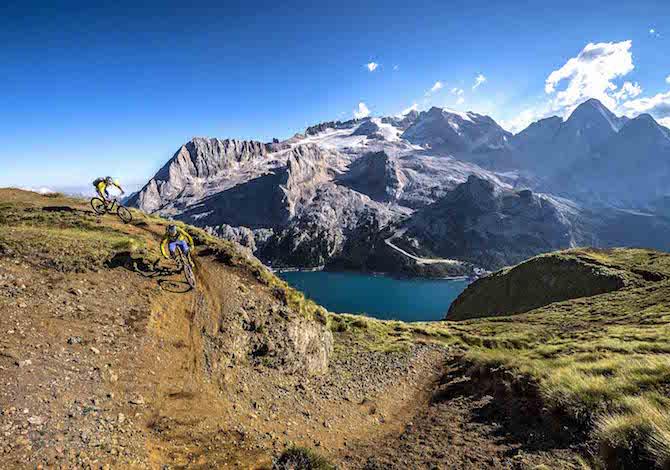 in-vacanza-in-bici-con-i-bambini-70-escursioni-in-trentino-sugli-hero-trails-fassa