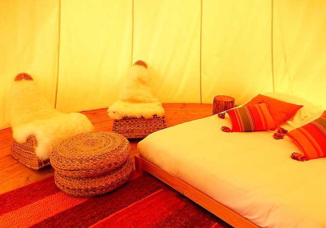 come-trovare-e-prenotare-una-yurta-un-teepee-o-un-pod-in-campeggio-con-pitchup-teepee-interno