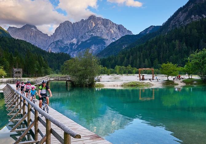 trekking-zeleno_gorsko_kolesarjenje_-f010462-jezero_jasna_tomo_jesenicnik