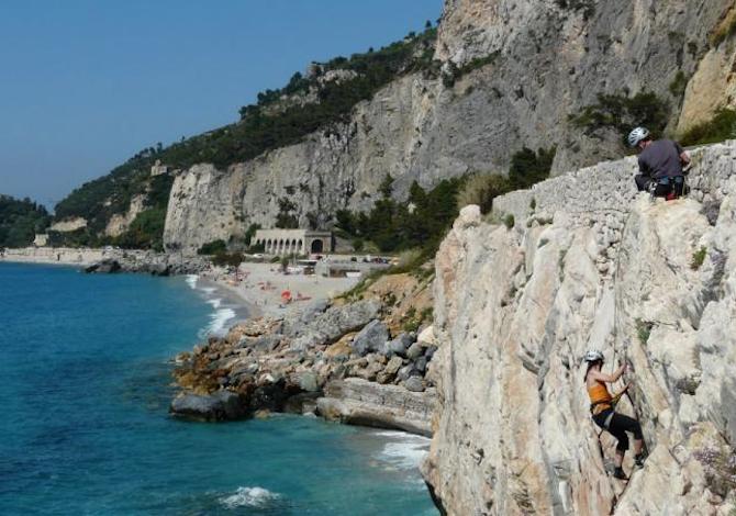 dove-arrampicare-in-italia-vicino-al-mare-foto-provincia-savona