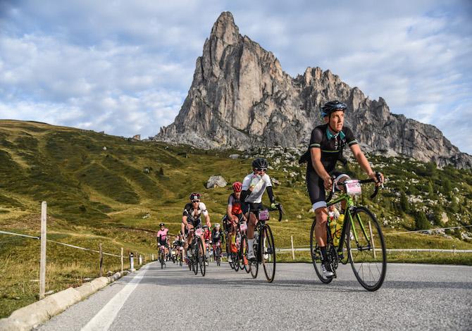 Haute-Route-Dolomites-2016-transito-Passo-Giau