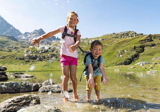 engadina-bambini-furtschellas-estate-sentiero-acque-c-gian-giovanoli