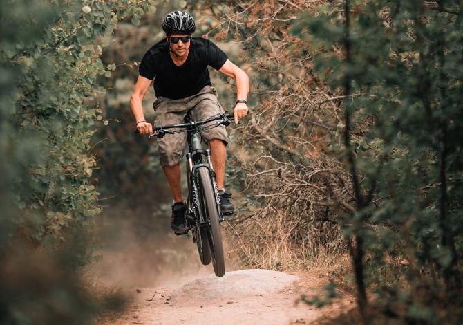 Sospensioni della mountain bike a molla o ad aria