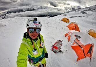 Stefi Troguet, l'alpinista con il rossetto rosso in cima agli Ottomila