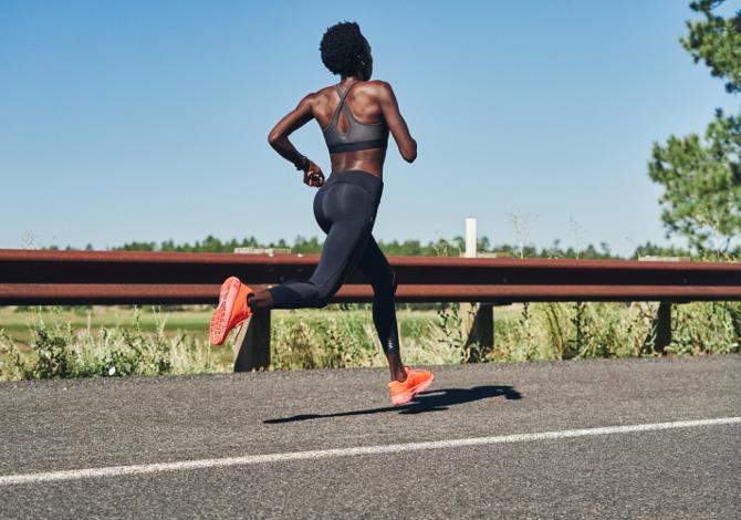 Under Armour HOVR Machina con Form Coaching in tempo reale per diventare dei runner...