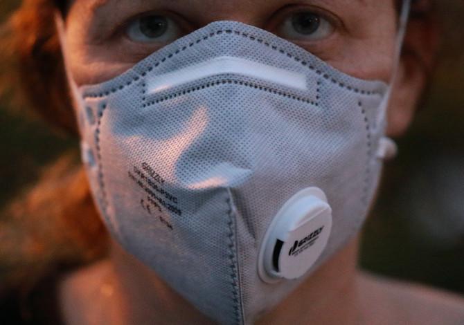 coronavirus correre con la mascherina