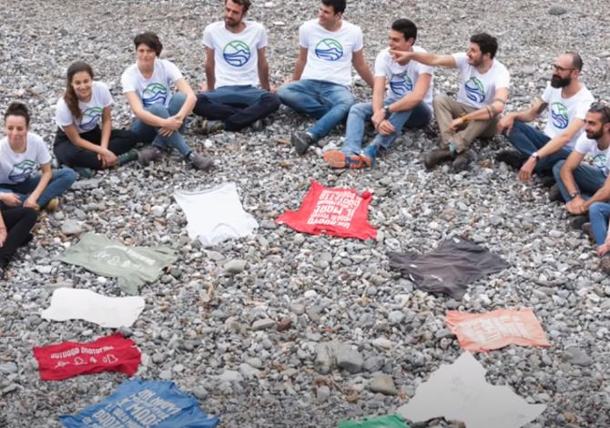 La maglietta sospesa di Outdoor Portofino