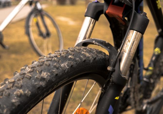 Bloccare la forcella della mountain bike