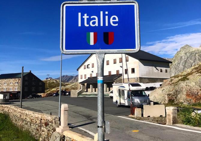 La mia Via Francigena a piedi: dal Gran San Bernardo in Svizzera all'Italia