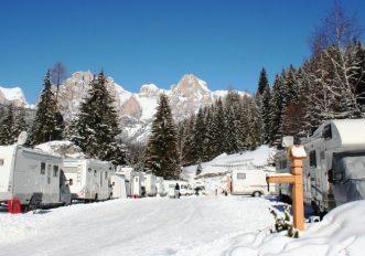 andare-a-sciare-in-camper