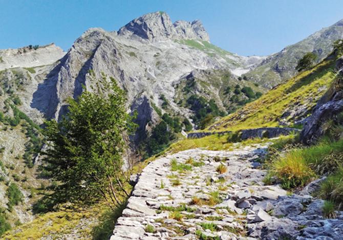 Guida alla Via Vandelli: il nuovo libro di Terre di Mezzo sul percorso da Modena a Massa