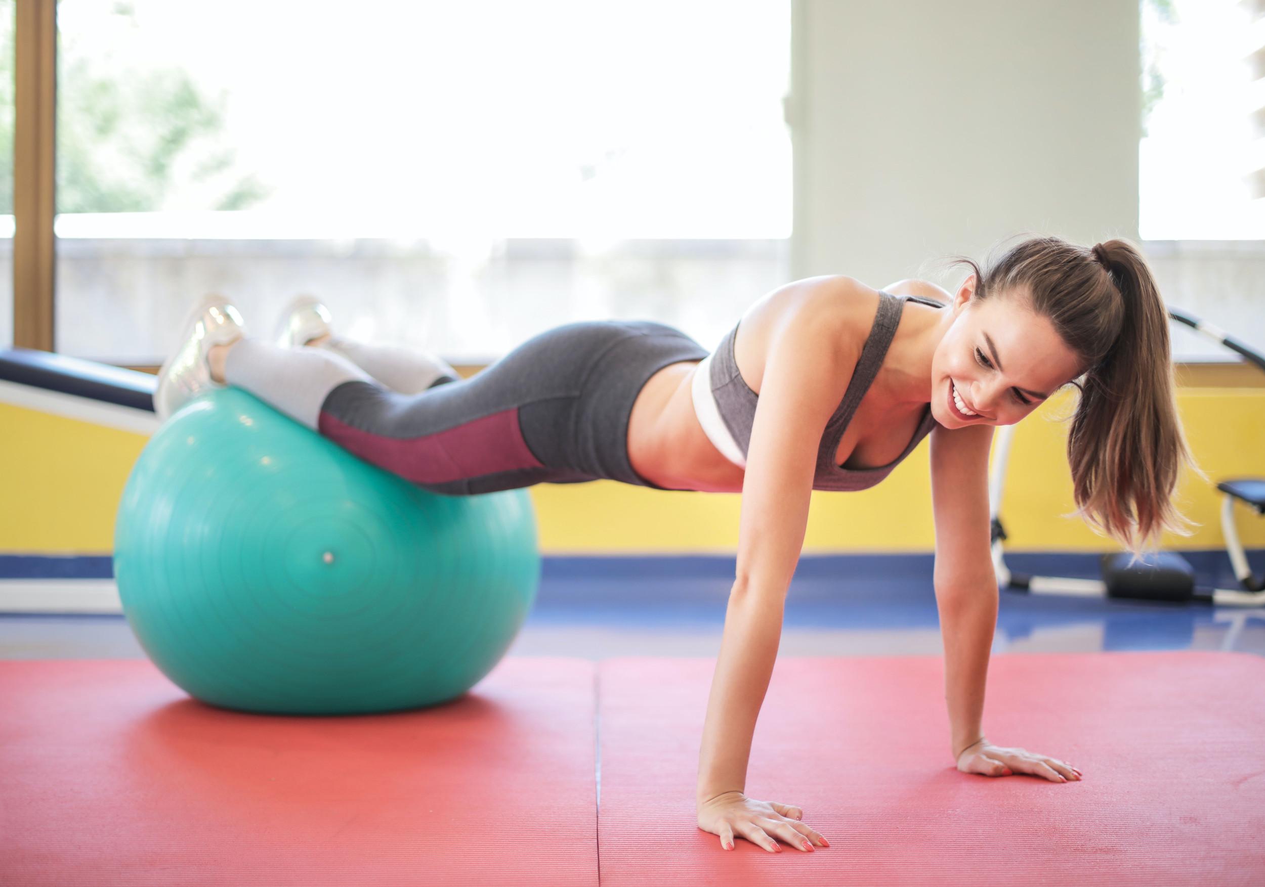 esercizi con la swissball