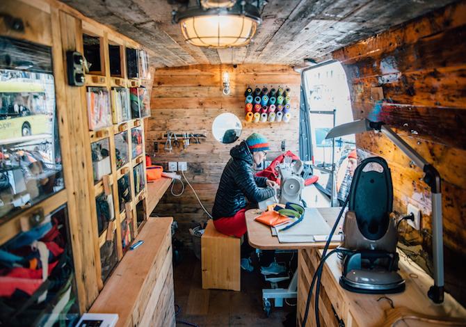 patagonia-insegna-a-riparare-i-vestiti-da-soli-a-casa