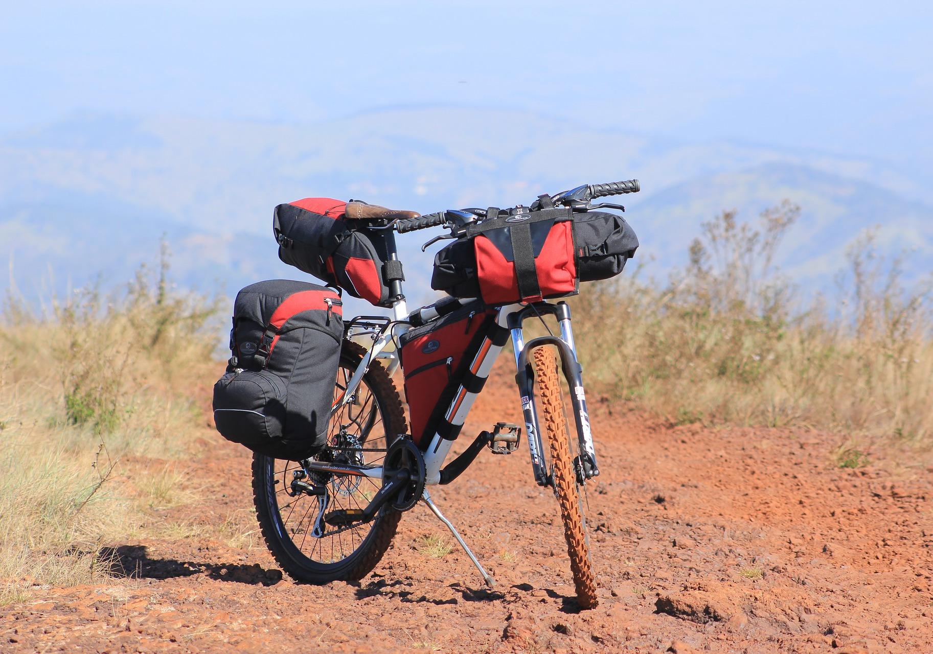 Borse da bicicletta e cicloturismo: quali prendere e dove metterle