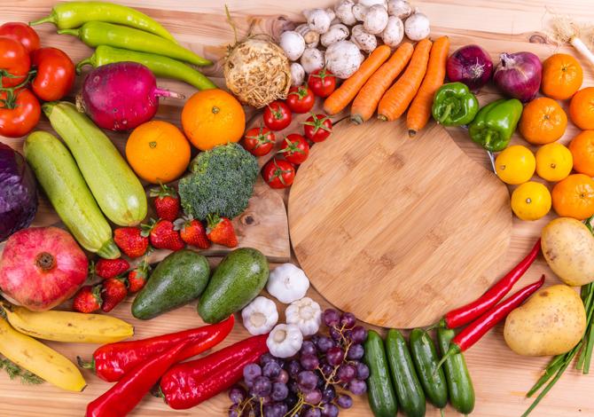 Mangiare frutta e verdura in base i colori