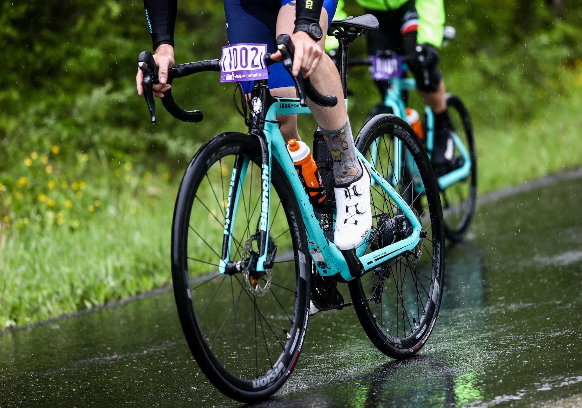 Bianchi Aria e-Road: il nostro test al Giro-E, il Giro d'Italia per bici elettriche