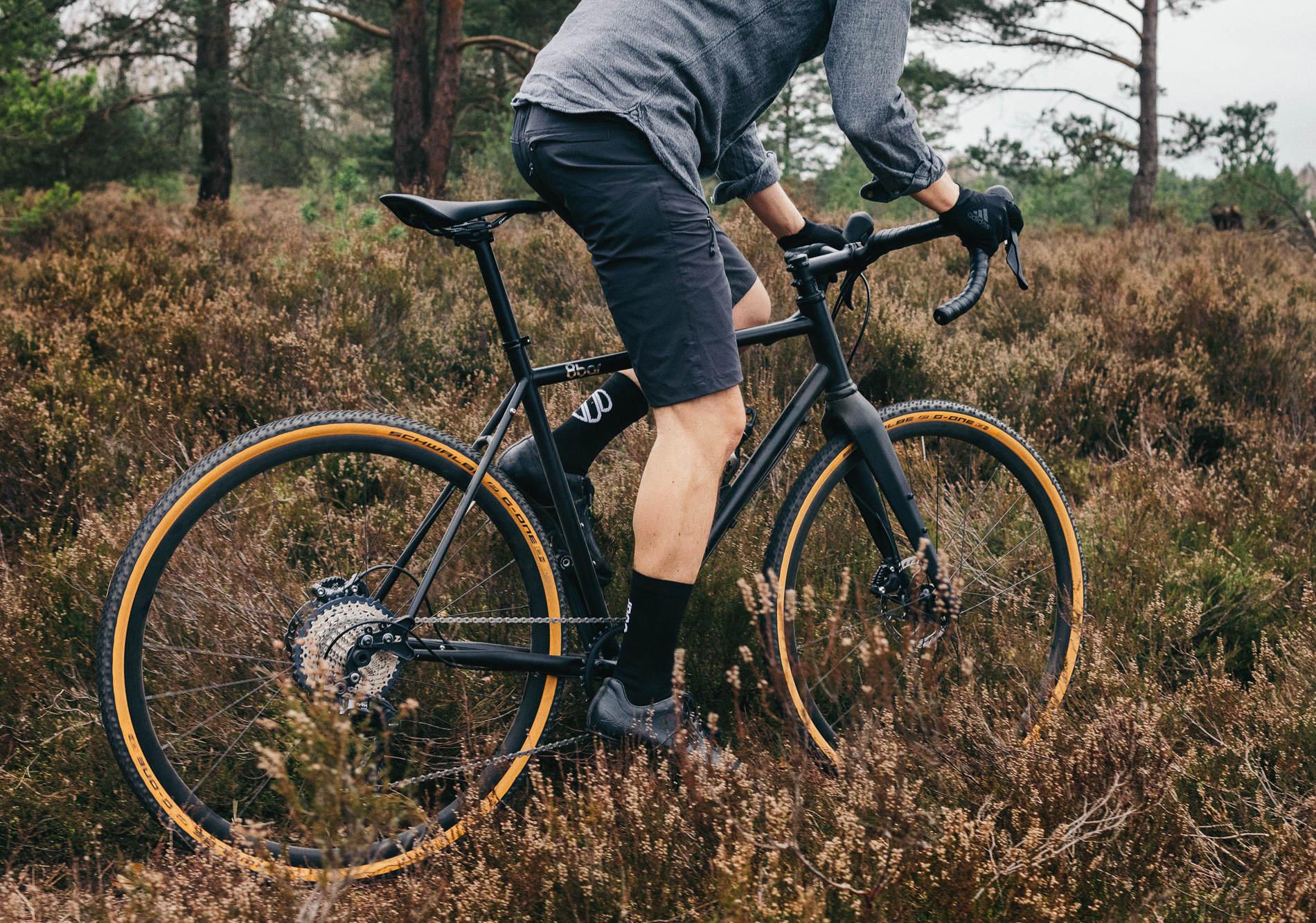 Come vestirsi per la gravel - 8bar-complete-bike-mitte-steel-black-gravel-cross-allroad