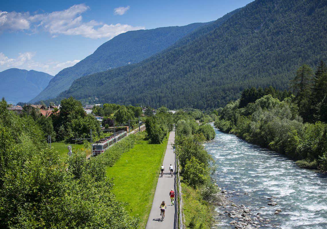 In bici in Val di Sole, lungo la ciclabile del fiume Noce