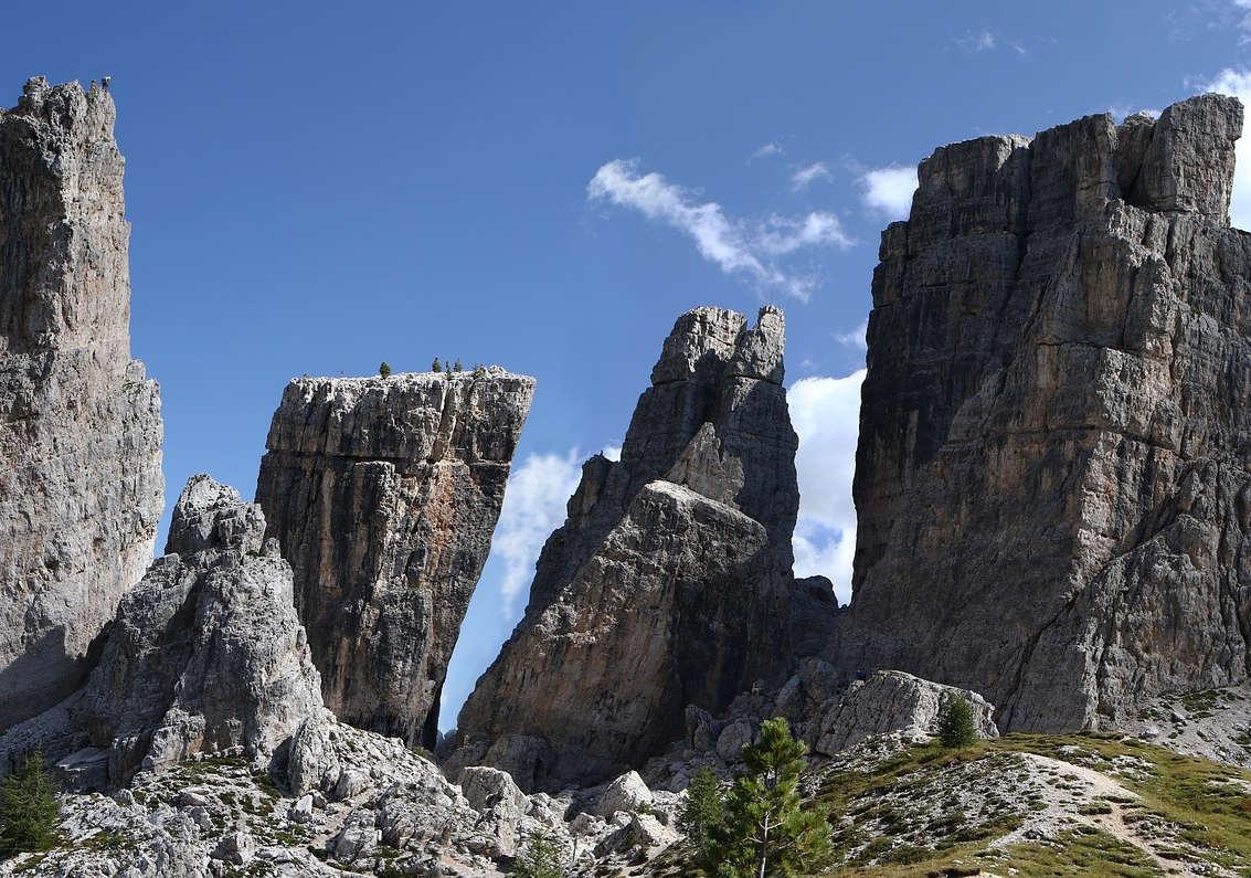 Le escursioni alle Cinque Torri nelle Dolomiti ampezzane, lungo trincee e fortificazioni