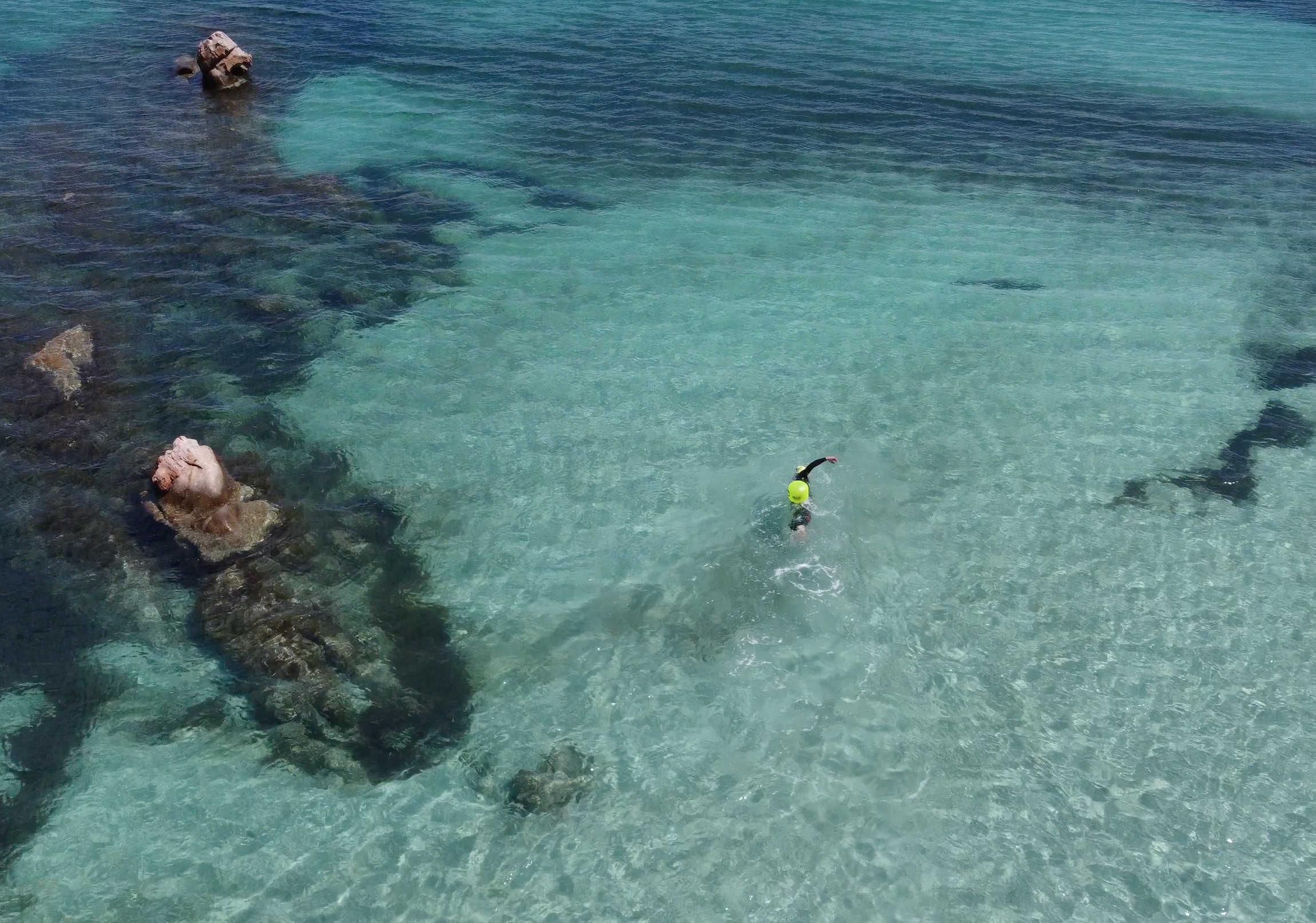 SwimTheIsland 2021 approda in Sardegna: si nuota nelle acque libere di San Teodoro