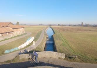 in bici lungo il naviglio di bereguardo