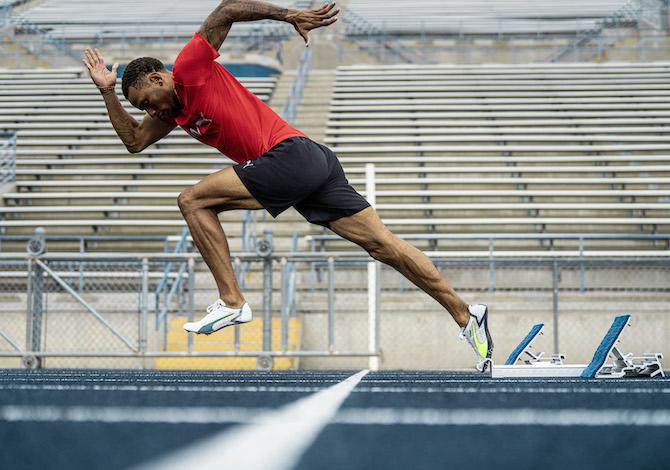 faster-le-scarpe-da-running-di-puma-e-mercedes-pista