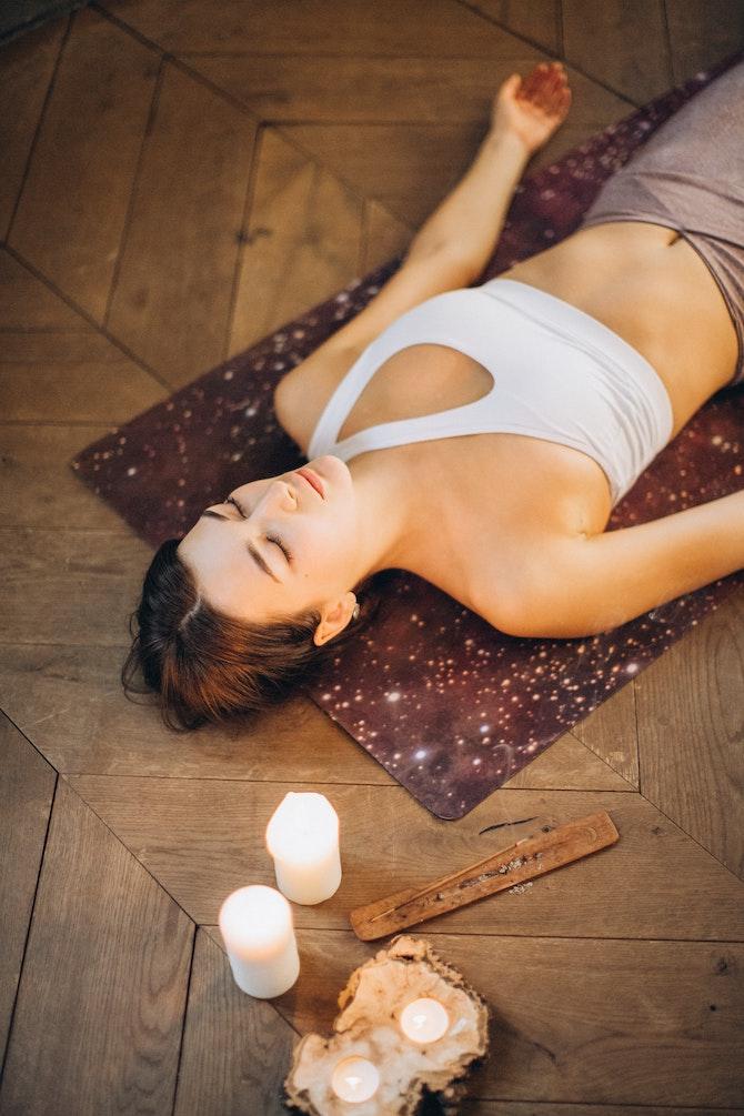 mindfulness-5-consigli-per-staccare-la-spina-in-estate-meditazione
